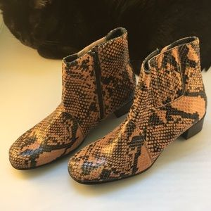 Helle Comfort snakeskin boots, peach and black NWT